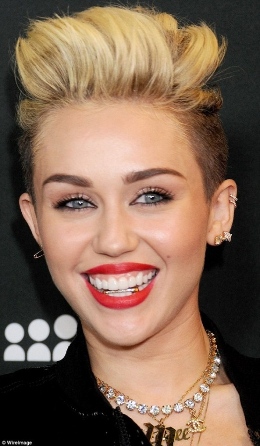 article-2340931-1A4B53A2000005DC-586_634x1085 The Latest News & Newest Photos for Miley Cyrus