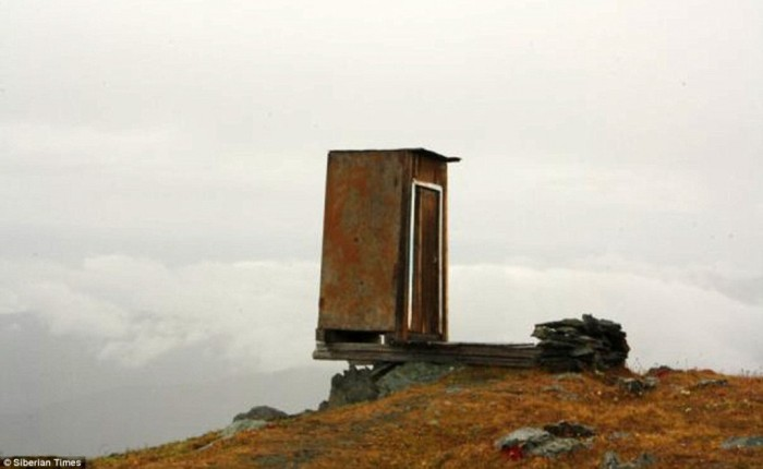 article-2514543-19AD3DE300000578-637_964x593 The Remotest Bathroom in the World, Do You Know Where Is It?
