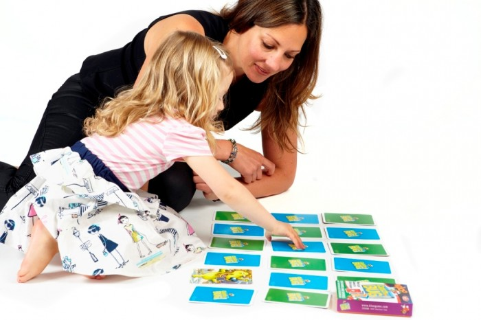 catch-the-bug-mum-and-daughter-play-memory Do You Know How to Train Your Child to Use the Five Senses?