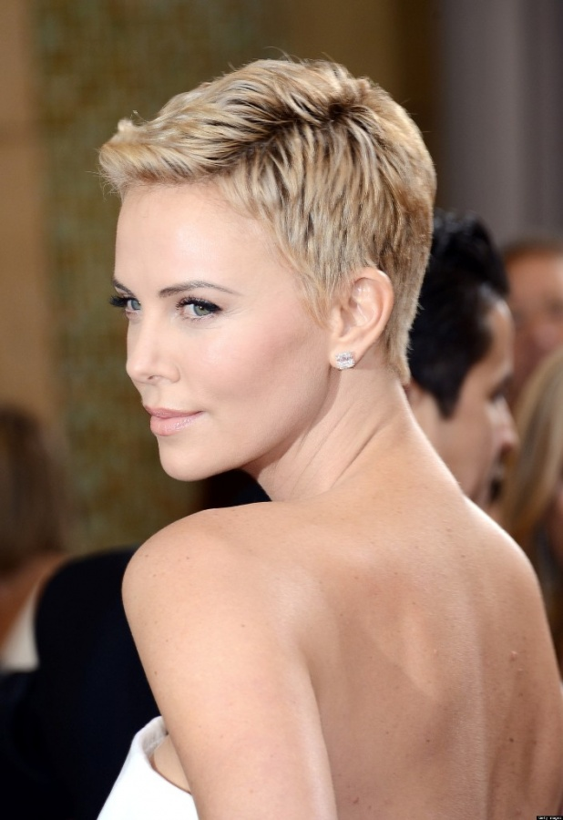 charlize-theron 20 Worst Celebrities Hairstyles
