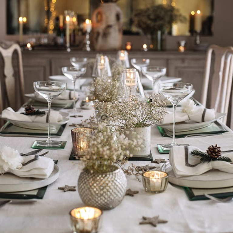 christmas-dining-room-decor-and-table Dazzling Christmas Decorating Ideas for Your Home in 2017 ... [UPDATED]
