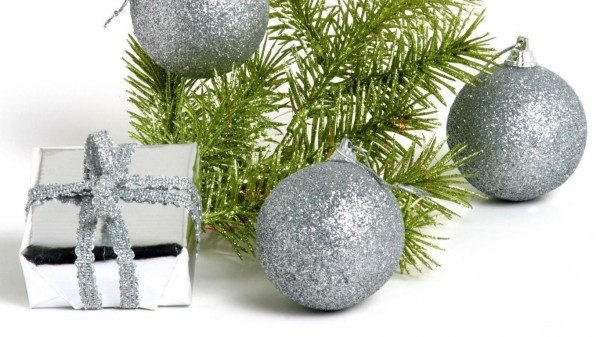 christmas-glitter-decorations-balloon-silver-holiday-522721 79 Amazing Christmas Tree Decorations