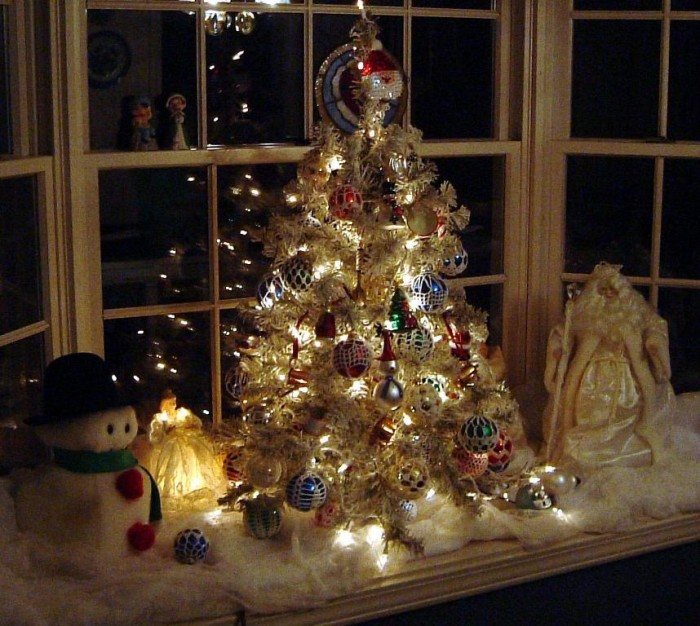 christmas-holiday-2014-decorating-10-2 Dazzling Christmas Decorating Ideas for Your Home in 2017 ... [UPDATED]
