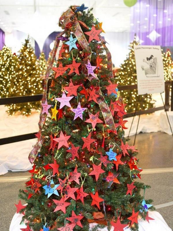 christmas-tree-deco-designrulz-004-634x845 79 Amazing Christmas Tree Decorations