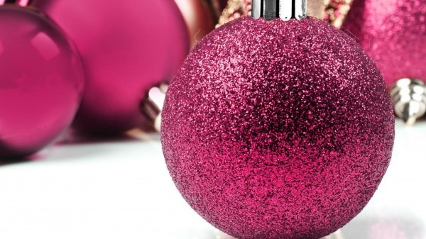 christmas_decorations_balloons_glitter_close-up_38616_2560x1440 79 Amazing Christmas Tree Decorations