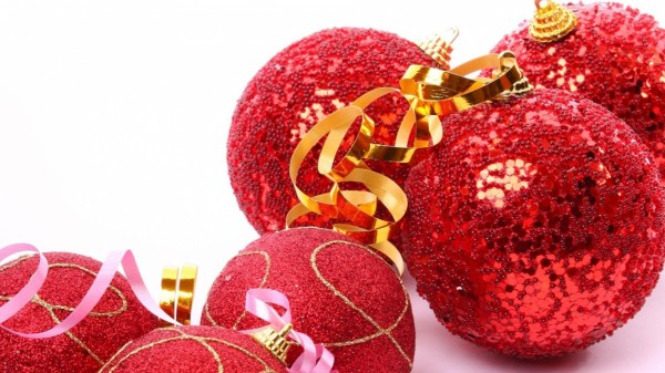christmas_decorations_balloons_red_glitter_ribbon_41407_1366x768 79 Amazing Christmas Tree Decorations