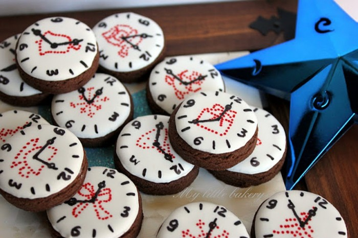 clock1 Awesome & Breathtaking Ideas for New Year's Holiday Decorations