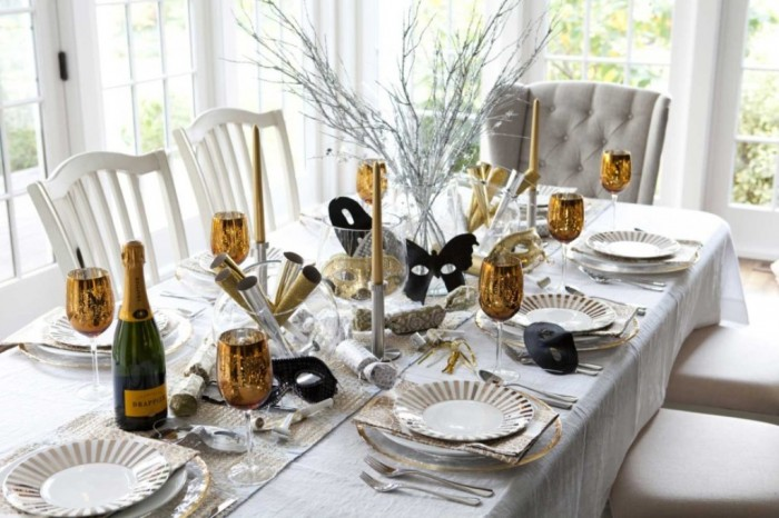 cool-bright-white-dining-room-design-inspiring-new-years-table-decorations-940x626 Awesome & Breathtaking Ideas for New Year's Holiday Decorations