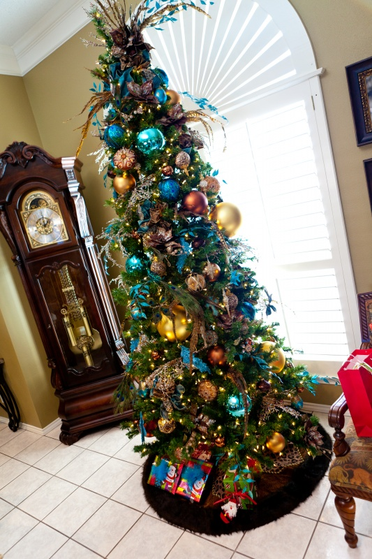 cool-design-ideas-cool-sparkling-festive-blue-purple-christmas-tree-decoration-with-beautiful-feathers-topper-faux-leaves-and-shiny-christmas-ornaments-holy-colorful-christmas-tree-decorations 79 Amazing Christmas Tree Decorations