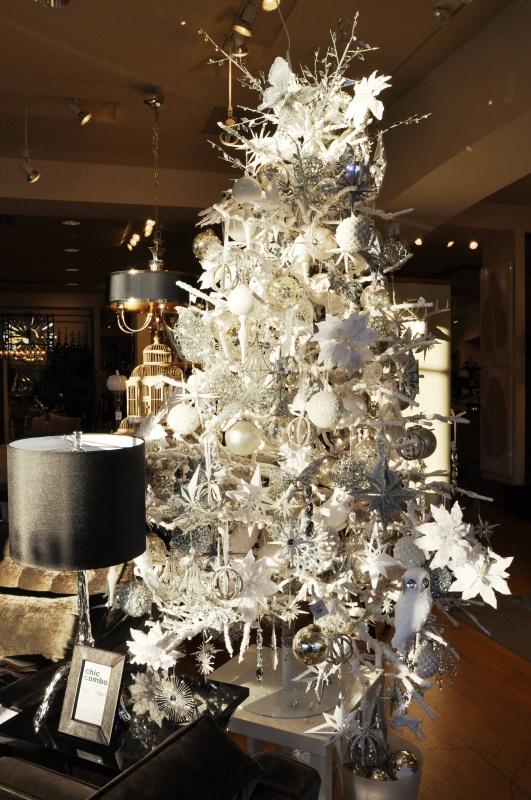 cool-design-ideas-wonderful-all-white-winter-snowy-lavish-ornaments-christmas-tree-decoration-ideas-holy-colorful-christmas-tree-decorations 79 Amazing Christmas Tree Decorations