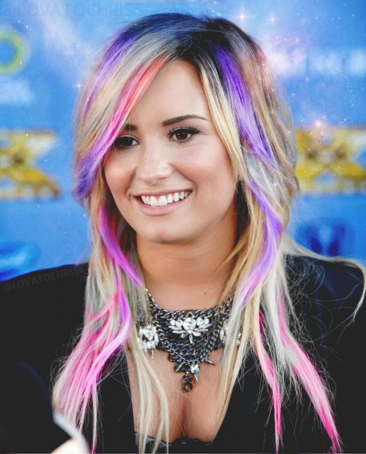 demi_lovato_the_x_factor_2013__season_3__by_lovatochriss-d6ldrgf 20 Worst Celebrities Hairstyles