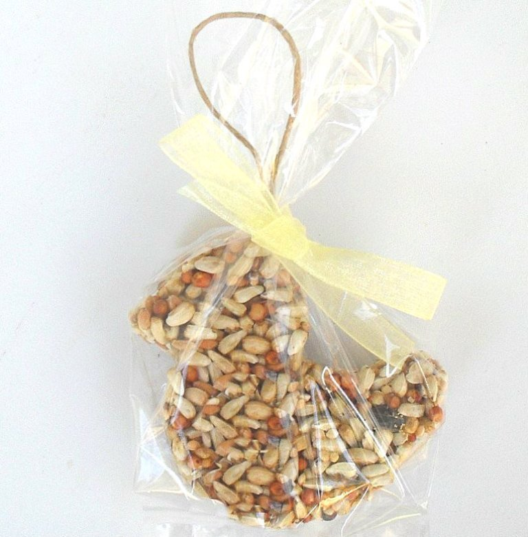 ducky_bird_seed_party_favors__25650.1360296696.1280.1280 Save Money & Learn How to Make Your Own Wedding Favors