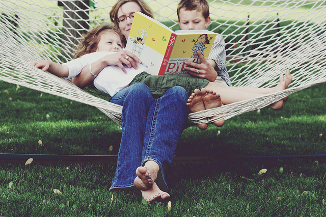 family_hammock_reading 9 Benefits Of Reading To Know Why You Should Read Everyday