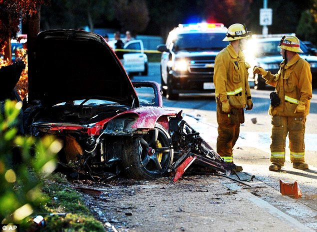 "fast-furious-paul-walker-dead-car-porsche-crash Fast and Furious Star ""Paul Walker"", Died At The Age Of 40 In a Car Accident"