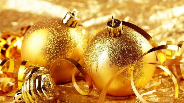 golden-christmas-nature-decorations-gold-glitter-holiday-attributes-hd-277001 79 Amazing Christmas Tree Decorations