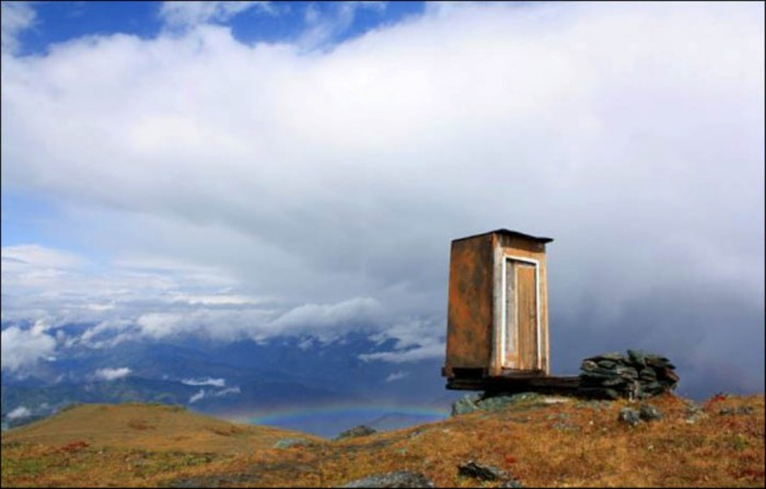 information_items_1242 The Remotest Bathroom in the World, Do You Know Where Is It?
