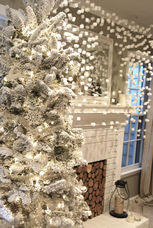 interior-vintage-chrismast-tree-with-snow-decor-ideas 79 Amazing Christmas Tree Decorations