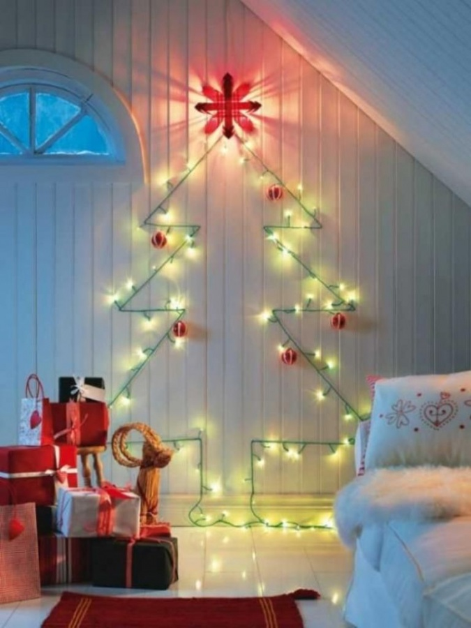 light-wall-christmas-tree Dazzling Christmas Decorating Ideas for Your Home in 2017 ... [UPDATED]