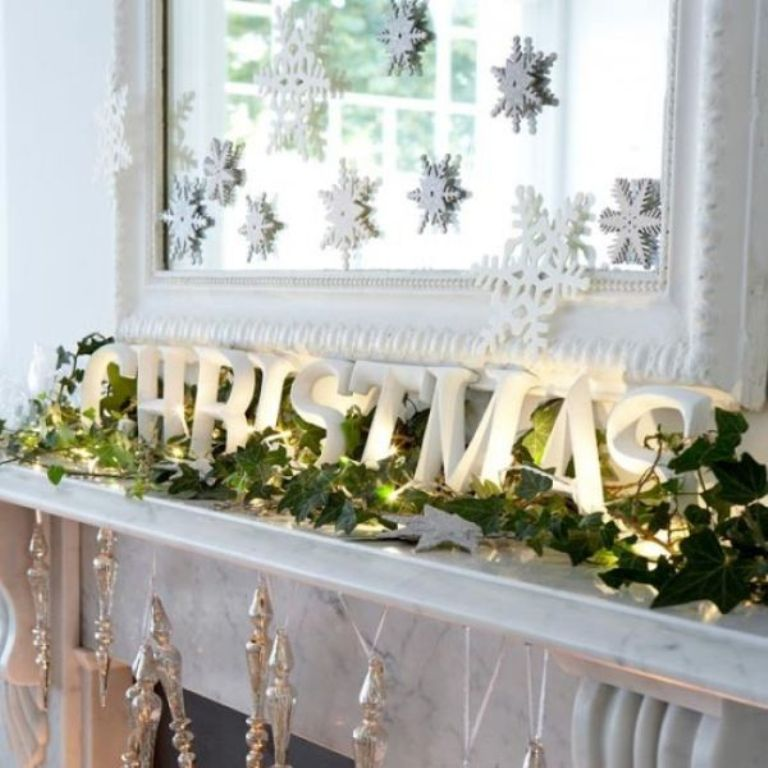 mantel-christmas-decor Dazzling Christmas Decorating Ideas for Your Home in 2017 ... [UPDATED]
