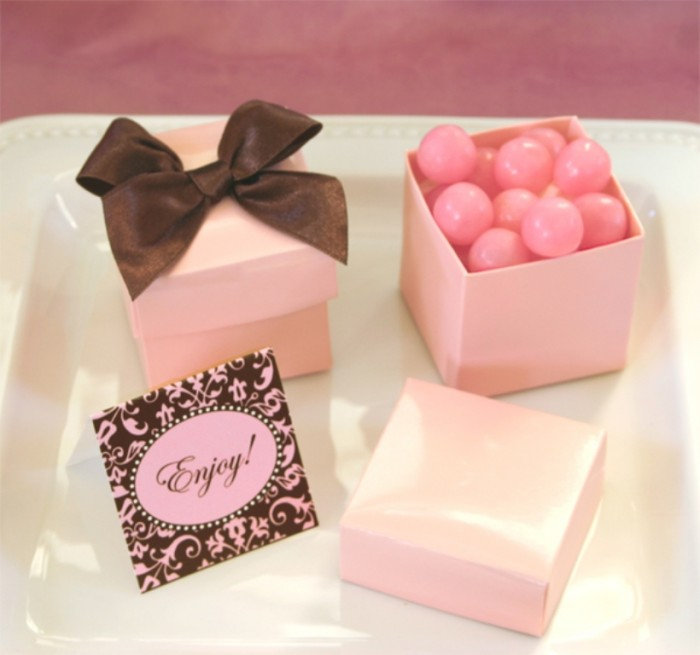 mini-cube-pink-favor-boxes Save Money & Learn How to Make Your Own Wedding Favors