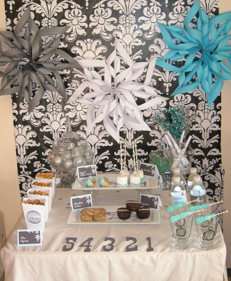 nyefrontshot2-657x800 Awesome & Breathtaking Ideas for New Year's Holiday Decorations