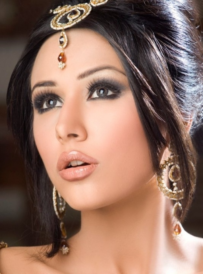 pakistani-Engagement-Party-Makeup-idea-2013 Differences between Engagement & Wedding Make-up, What Are They?