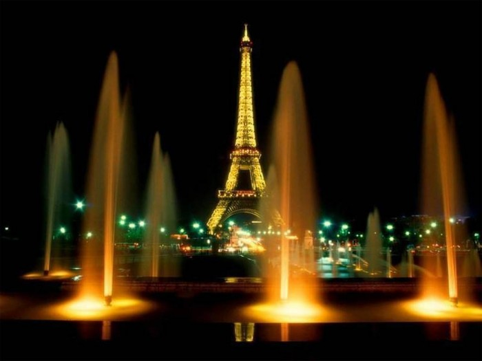 paris-03 Top 10 Romantic Vacation Spots for Couples to Enjoy Unforgettable Time