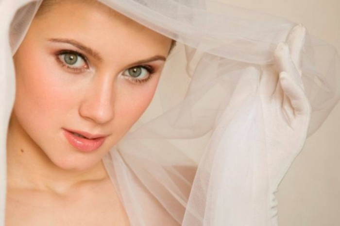 soft-bridal-make-up Differences between Engagement & Wedding Make-up, What Are They?