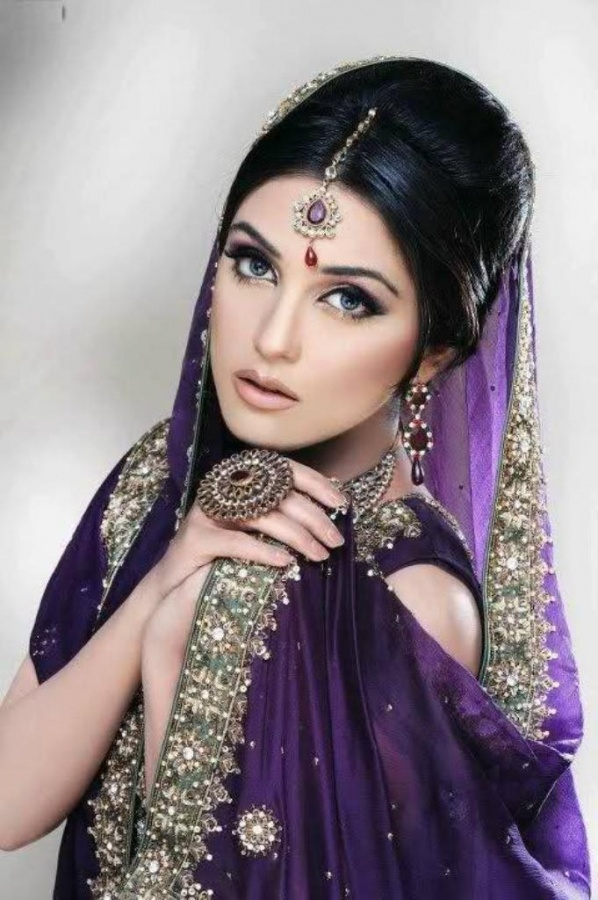 stylish-bridal-Engagement-Party-Makeup-idea-2013 Differences between Engagement & Wedding Make-up, What Are They?