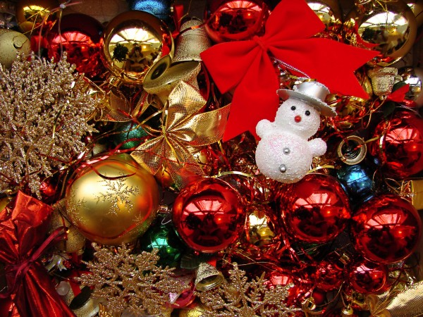 table-decorations-christmas-with-charming-red-and-gold-christmas-balls-also-golden-snow-flakes-and-ribbons-with-cute-tiny-snowman-christmas-decoration-decoration-table-decorations-for-christmas 79 Amazing Christmas Tree Decorations