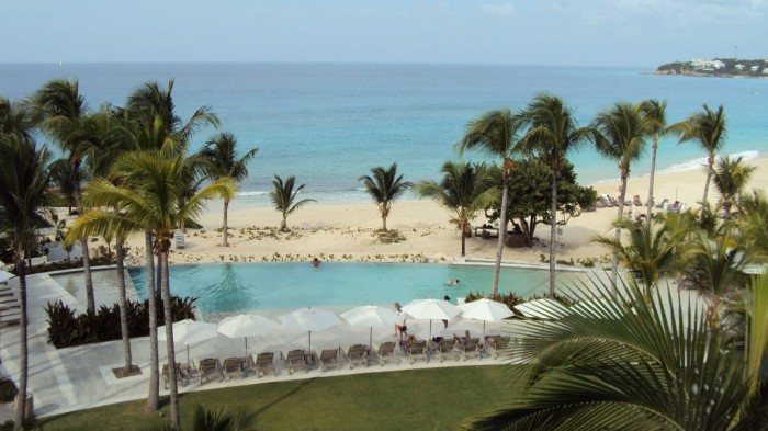 viceroy-anguilla-pool-beach-umbrellas-1958 Top 10 Romantic Vacation Spots for Couples to Enjoy Unforgettable Time
