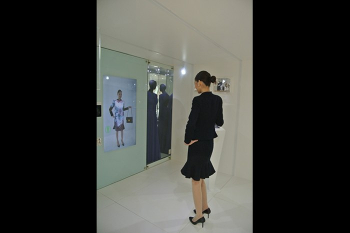 """virtual-fashion-pod-16_720 """"Festival of Lights"""" Enchants the Hearts in the Galleria During the Holiday Season"""