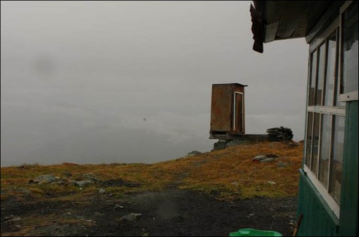 wc-toilettes-extremes-kara-tyrurek-4 The Remotest Bathroom in the World, Do You Know Where Is It?