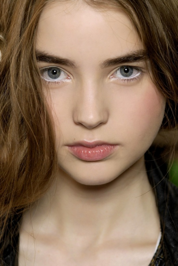 white-eyeliner-685x1024 Top 10 Latest Beauty Trends That You Should Try
