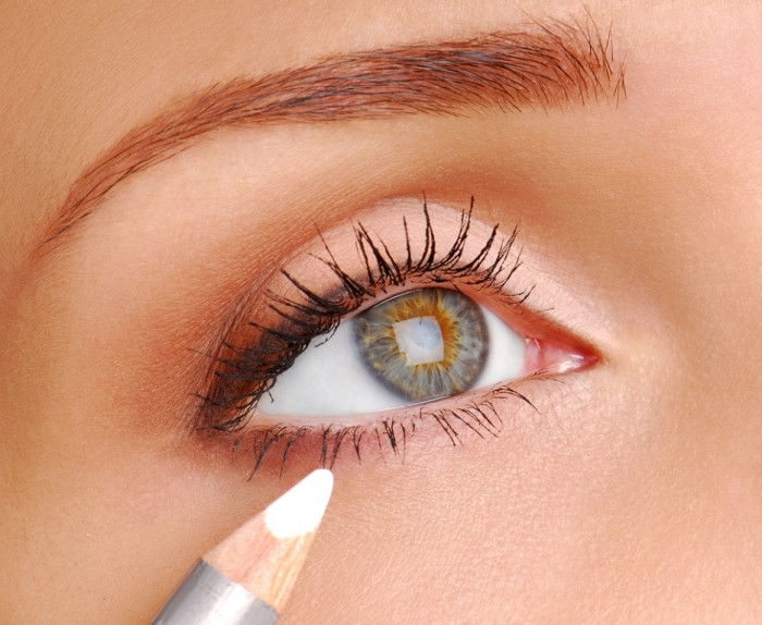 white-eyeliner What Are the Latest Beauty Trends for 2014?