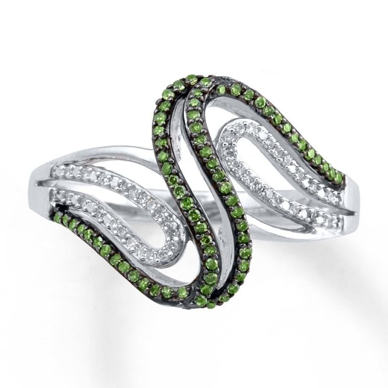 023148909_MV_ZM 30 Fascinating & Dazzling Green diamond rings