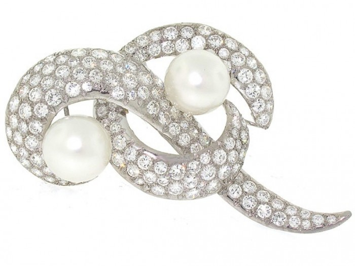 1340756618-503729-South_Sea_Pearl_and_Diamond_Brooch_in_Platinum-0-640x480 50 Wonderful & Fascinating Pearl Brooches