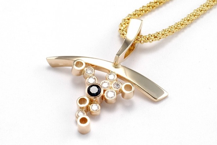 1566N 30 Non-traditional & Unusual Gold Necklaces