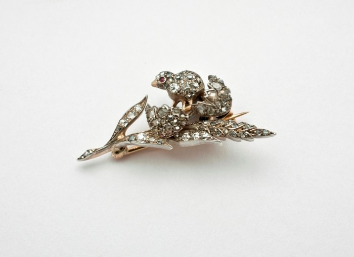 19 35 Elegant & Wonderful Antique Diamond Brooches