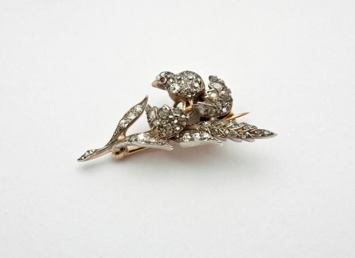 19 35 Elegant & Wonderful Antique Diamond Brooches