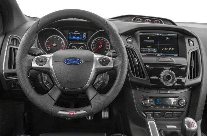 2014 ford focus is available in 7 catchy fuel efficient for Interieur ford focus