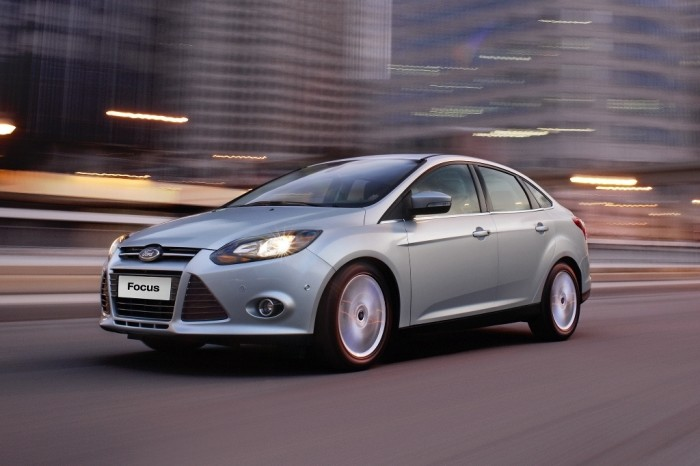2014-ford-focus-sedan-three-quarters-view-5 2014 Ford Focus Is Available in 7 Catchy & Fuel-Efficient Models at Competitive Prices