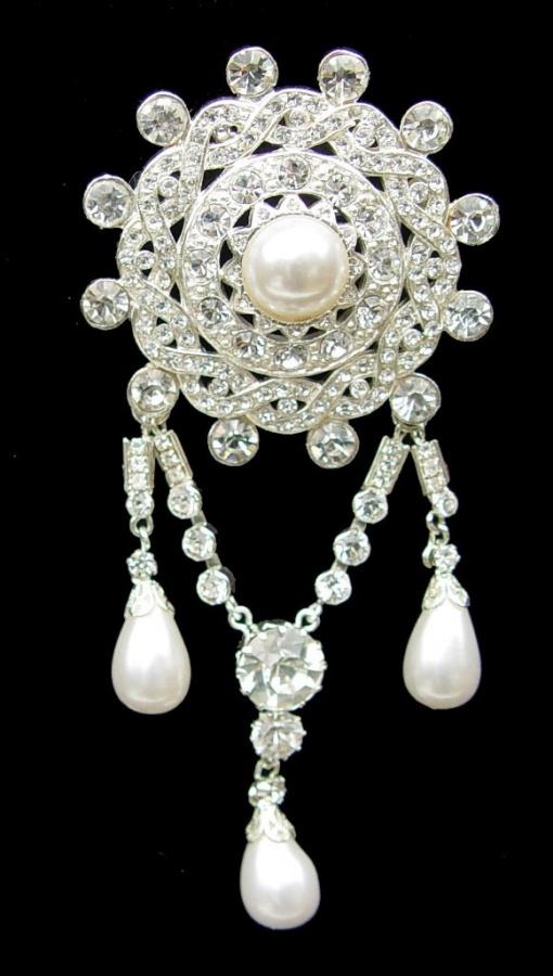 71014-victorian-diamond-pearl-brooch 50 Wonderful & Fascinating Pearl Brooches
