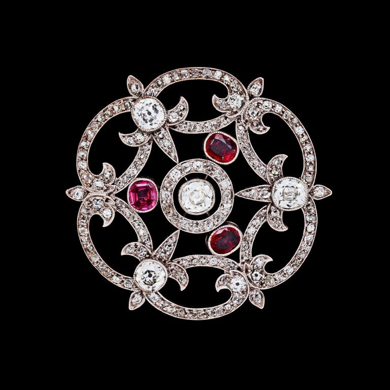 7137230_fullsize 35 Elegant & Wonderful Antique Diamond Brooches