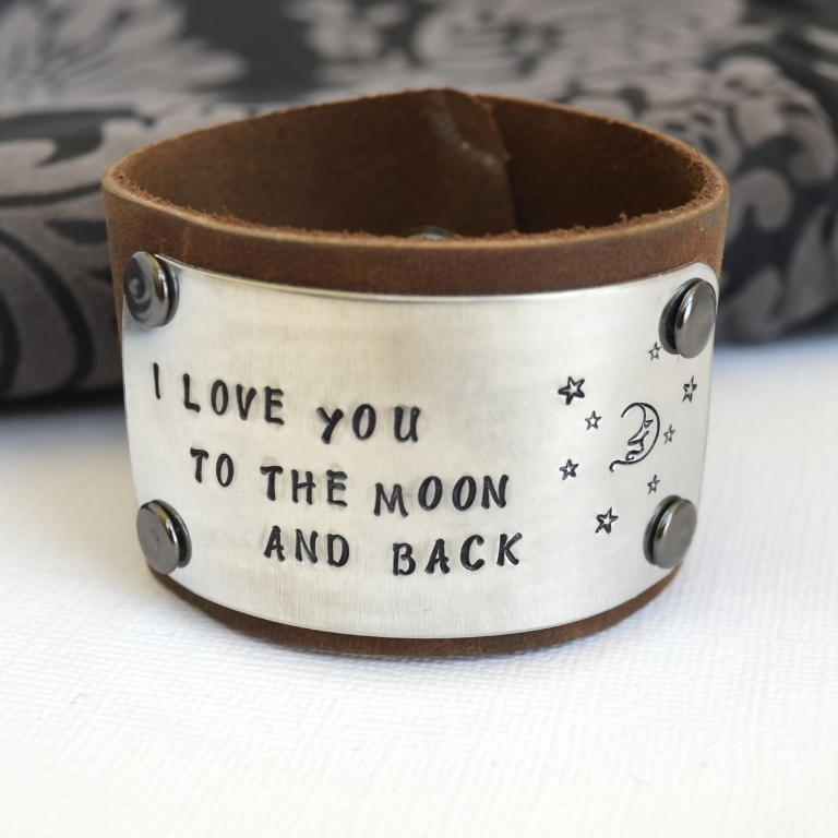 77041.339208 Show Your Endless Love to Your Lover with These Unique Cuffs & Bracelets of Love