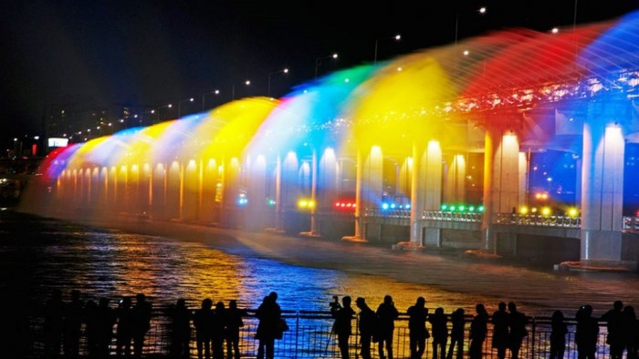 Banpo-Bridge-Tourist Have You Ever Seen Breathtaking & Weird Bridges Like These Before?