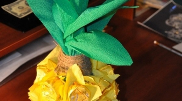 Creative gift wrap ideas pineapple chocolates tissue paper for Creative tissue paper ideas