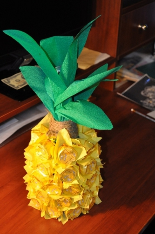 Creative-gift-wrap-ideas-pineapple-chocolates-tissue-paper-diy 40 Creative & Unusual Gift Wrapping Ideas