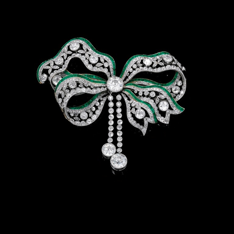 EMERALD-AND-DIAMOND-BROOCH-CIRCA-1900 35 Elegant & Wonderful Antique Diamond Brooches