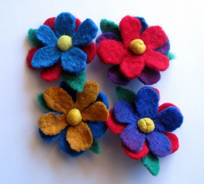 Felt-brooches-1-4 45 Handmade Brooches to Start Making Yours on Your Own